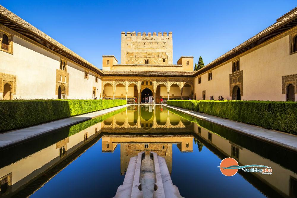 Алхамбра - изящният дворец на маврите